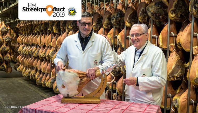 Vader Gaston en zoon Luc Van den Berghe zijn trots op hun hammen.