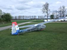 Zweefvliegtuig van glas-in-lood in Tubbergen