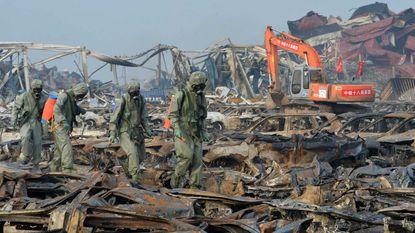 Vuur laait opnieuw op in Tianjin, konijnen op rampplek om onrust weg te nemen
