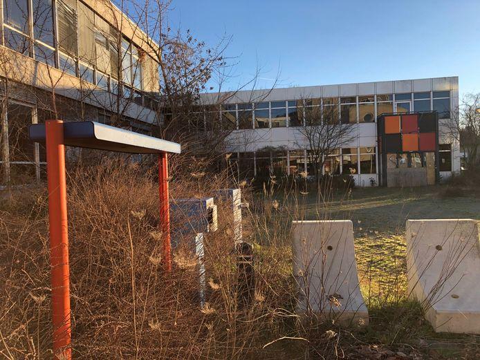 Het PNEM-kantoor aan de Kastanjeweg staat al jaren te verloederen, tot grote ergernis van veel Udenaren. En de fractie Gewoon Uden.