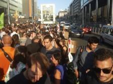 Ils prennent l'apéro en pleine rue de la Loi car la pollution leur pompe l'air
