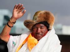 Ce Népalais a atteint le sommet de l'Everest pour la 23e fois, un record