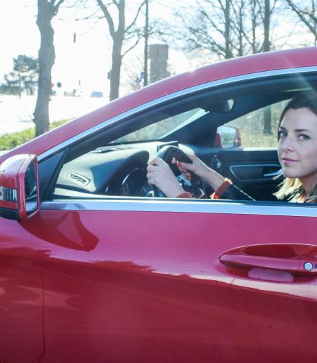 Na 17 jaar overwint Femke (35) haar angst voor snelwegen: 'Mijn man en moeder hoeven eindelijk niet meer voor chauffeur te spelen'
