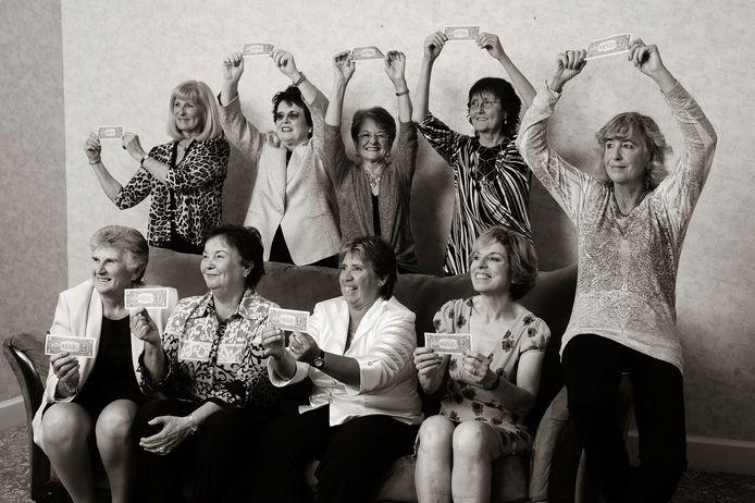 De Original 9 in 1070. VLNR staand: Valerie Ziegenfuss, Billie Jean King, Nancy Richey and Peaches Bartkowicz. VLNR zittend: Judy Tegart Dalton, Kerry Melville Reid, Rosie Casals, Julie Heldman and Kristy Pigeon.