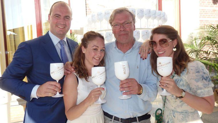 Jeroen van Zon (Amstel Hotel) en Lonneke de Jong, Bob Bron en Lucie Hoopman, allen van Moët Hennessy. Bron: 'Celebrate life and create memorable milestones.' Hij schudt het zo uit zijn mouw Beeld Schuim