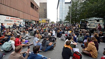 """Sit-in aan Dienst Vreemdelingenzaken: """"Wij zullen acties blijven voeren tot kinderen niet meer opgesloten worden"""""""