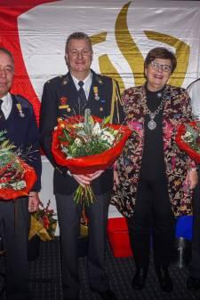 Deze heren zijn koninklijk onderscheiden voor hun verdiensten bij de brandweer