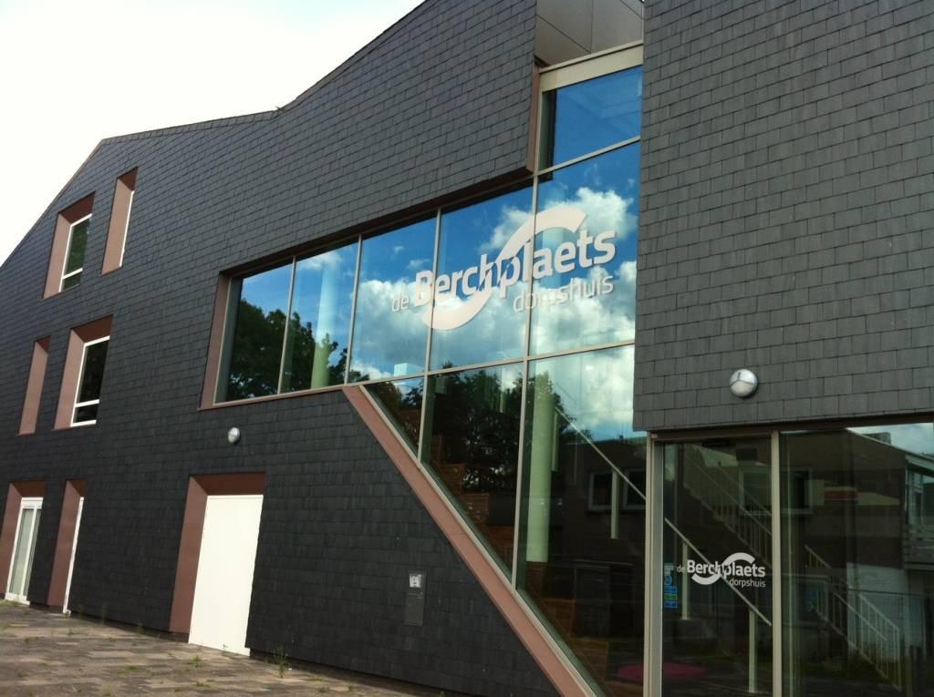 Emotioneel Afscheid Van Oude Berchplaets Foto Bd Nl