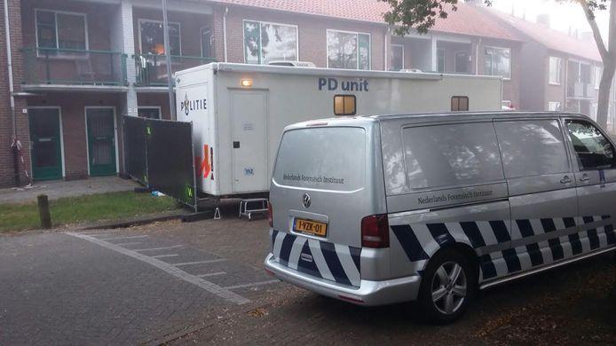 Het Nederlands Forensisch Instituut doet onderzoek aan De Ruyterstraat