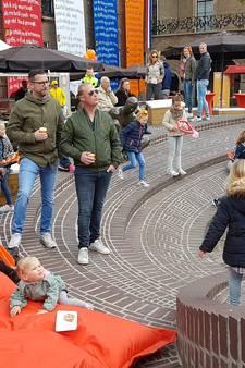Enschede kleurt oranje: het is Koningsdag!
