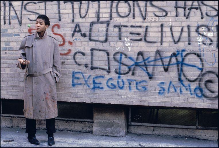 Basquiat als graffitikunstenaar SAMO©. Beeld Bobby Grossman