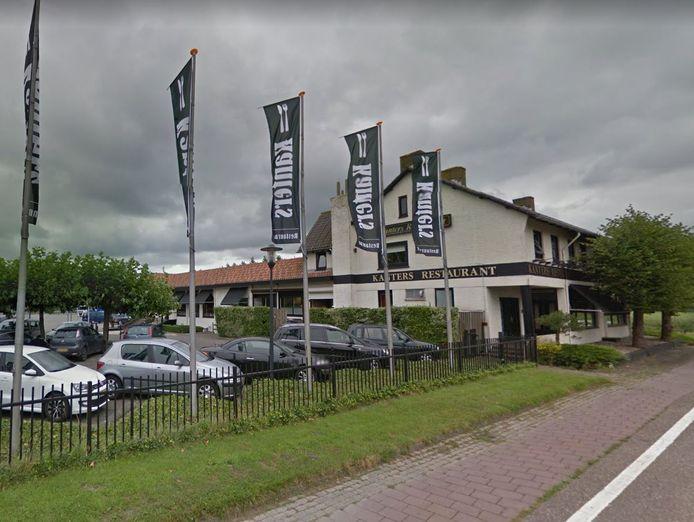 Wegrestaurant Kanters bij Moerdijk. Eigenaar John Kanters heeft plannen voor een truckparking met bewaking, een foodcourt met enkele restaurants en sanitaire faciliteiten.