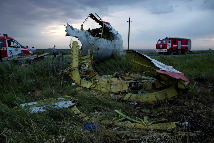 Brandweerwagens komen aan op de plek van de crash