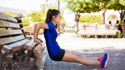 Sportkinesist Lieven Maesschalck geeft tips hoe je zwabberende bovenarmen weer strak maakt