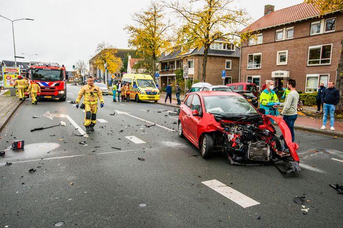 De ravage was enorm na meerdere botsingen op de Piuslaan in Eindhoven.