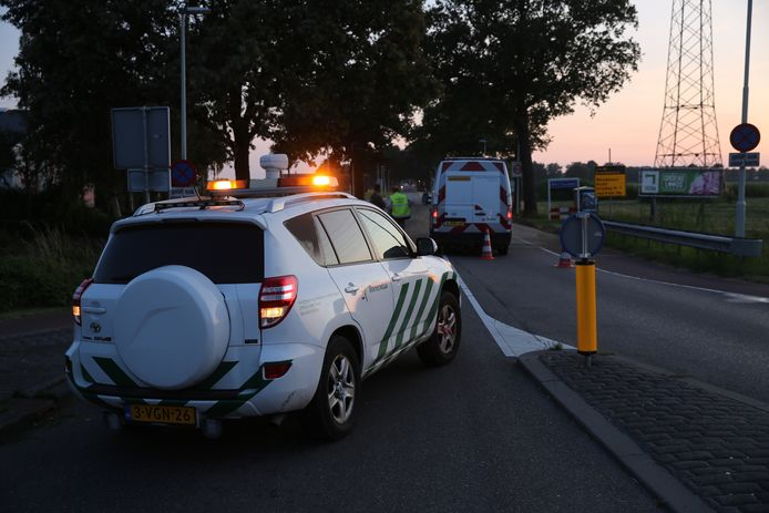 Vrachtwagen verliest lading in Roosendaal.