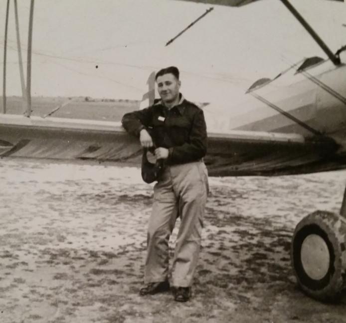 William Robert Stephen Hurrell. De Engelse piloot kwam om toen zijn vliegtuig in 1944 neerstortte in Eefde