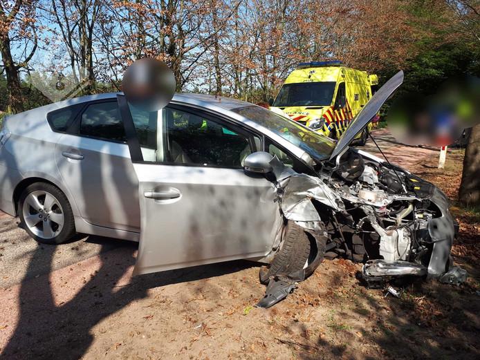 Twee mensen raakten gewond bij een ongeval in Nistelrode.
