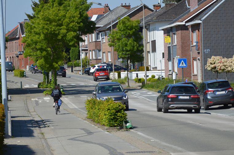 De stad plant om onder meer het fietspad op de Denderhoutembaan opnieuw in te richten.