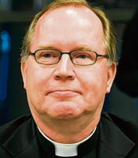 Amersfoortse katholieken zien via live-stream hoe kardinaal Eijk de mis opdraagt in de Martinuskerk