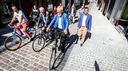 Politici fietsen parcours langs knelpunten
