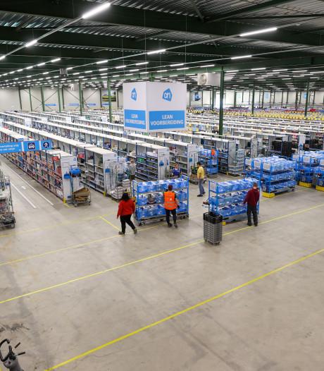 Drukte bij Brabantse distributiecentra en webshops, mensen kopen voedsel, speelgoed en elektronica thuis vanaf de bank