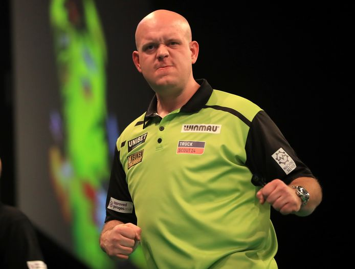 Michael van Gerwen tijdens de Premier League Darts in Nottingham.