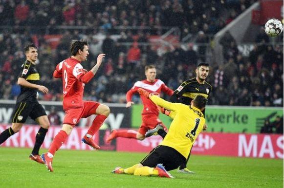 Benito Raman scoort tegen Stuttgart.