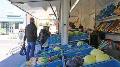 """Ondanks coronacrisis toch dinsdagmarkt in Asse: """"Vooral oudere mensen verkiezen de markt boven de winkel"""""""