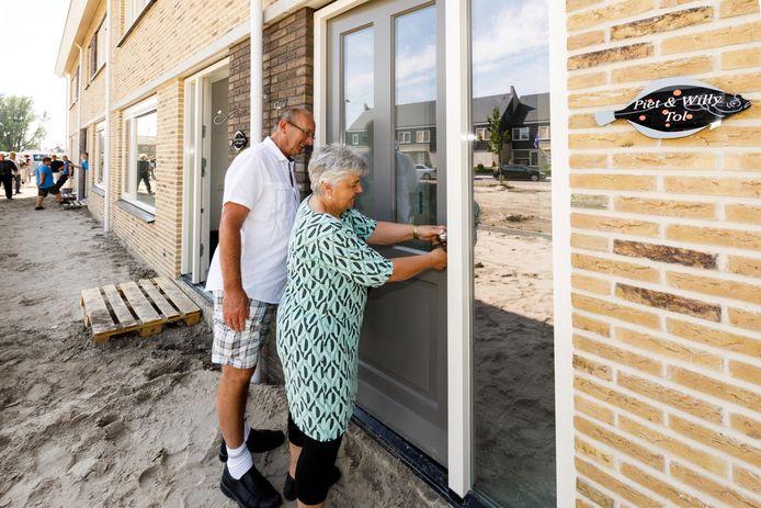 De woningen aan de Grote Fok zijn in 2017 herbouwt na explosie een jaar eerder. Piet en Willy Tol kunnen hebben een nieuwe woning op dezelfde plek.