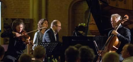 Benefiet met Janine Jansen in Lebuïnus levert 30.000 euro op