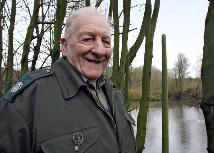 De tachtigjarige Willy Sommerdijk, jachtopzichter van landgoed Heerlijkheid Horssen, heeft zijn leven op papier gezet. foto Jan Rikken