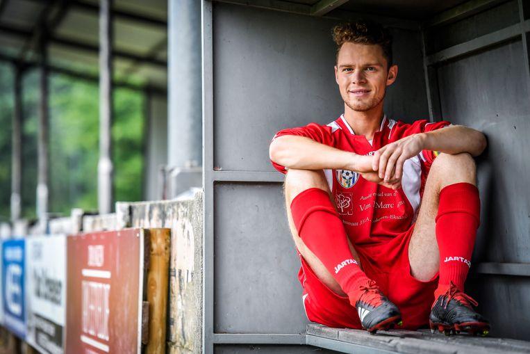 Mister Gay Belgium Matthias De Roover voetbalt bij FC Eksaarde.