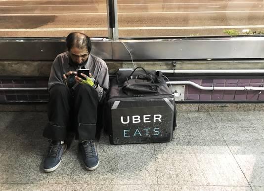 Een UberEATS-medewerker.