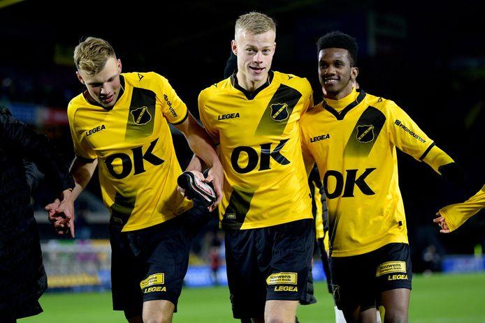 Van Hooijdonk, Van Hecke en Bohui vieren de zege op FC Dordrecht.