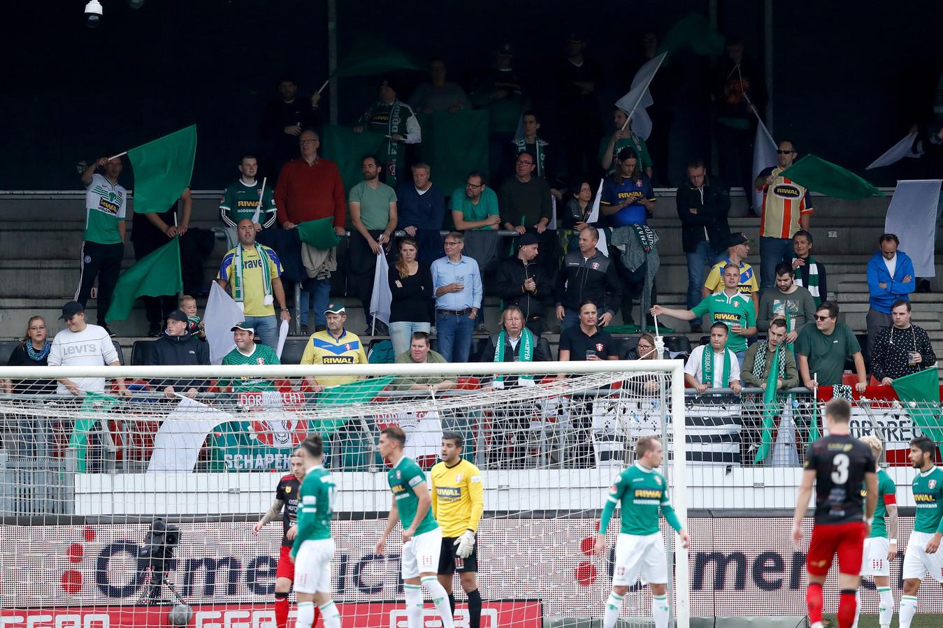Supporters van FC Dordrecht tijdens Excelsior - FC Dordrecht eerder dit jaar. Foto ter illustratie.