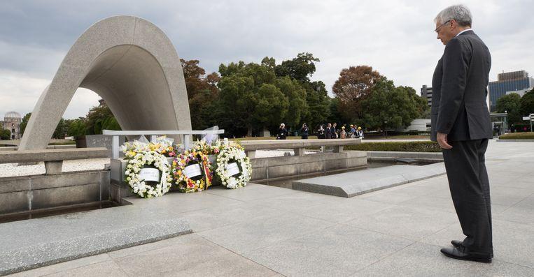 Didier Reynders bezocht het Vredesmonument ter nagedachtenis van de slachtoffers van de atoombom die Hiroshima vernielde in 1945.