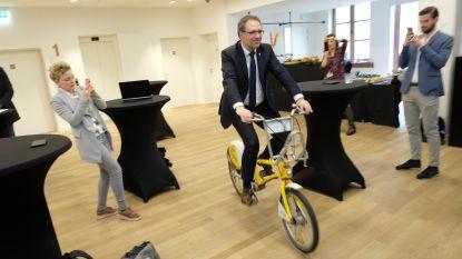 Rondekoorts in Antwerpen kan beginnen: wie gele Velofiets bemachtigt, maakt kans op plek in volgwagen