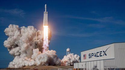 SpaceX stelt maanvlucht voor toeristen uit