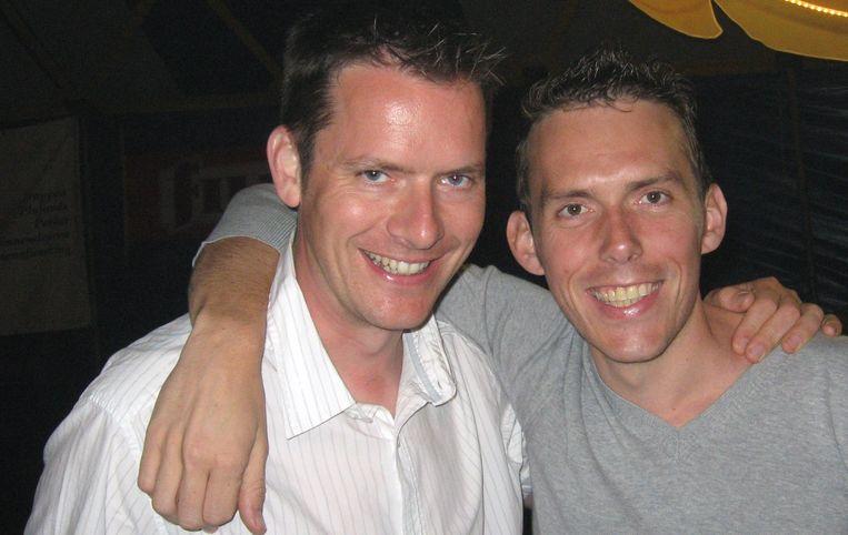 Tony Vermeire en Nicholas Lataire in 2009, net voor ze een laatste keer het podium op zouden gaan als presentatoren van de toenmalige Rijvers Feesten.