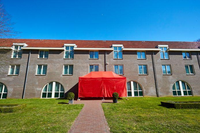Het speciale gebouw voor coronapatiënten bij Hotel Ehzerwold.