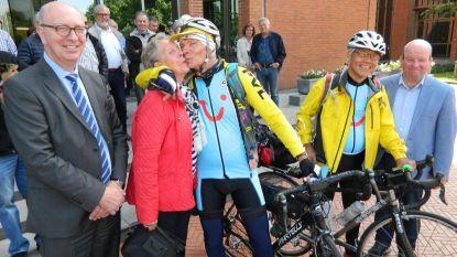 Eén kus en weg voor tocht van 12.400 kilometer