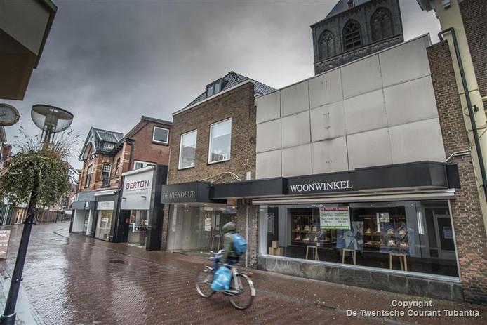 De gemeente Oldenzaal wil in een van de leegstaande panden een Stadswerkplaats openen, waar iedereen met goede suggesties voor een aantrekkelijker binnenstad binnen kan lopen.
