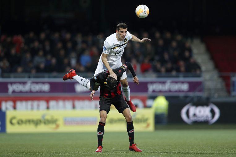 Koch (boven) van NAC Breda en El Hamdaoui van Excelsior in een duel. Beide spelers scoorden. Beeld ANP