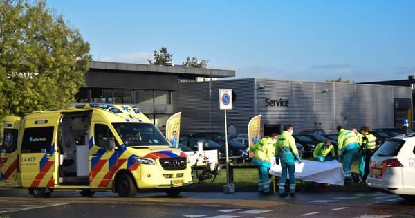 Fietsster zwaargewond bij botsing op rotonde in Doetinchem.