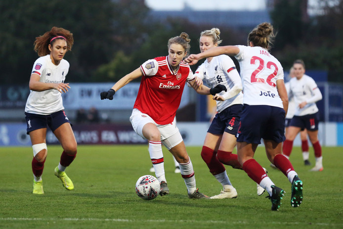 Vivianne Miedema in actie tegen Liverpool.