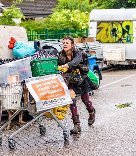 Krakers zijn weg, wat rest is een gigantische puinzooi rond de 'apenrots' in Tilburg