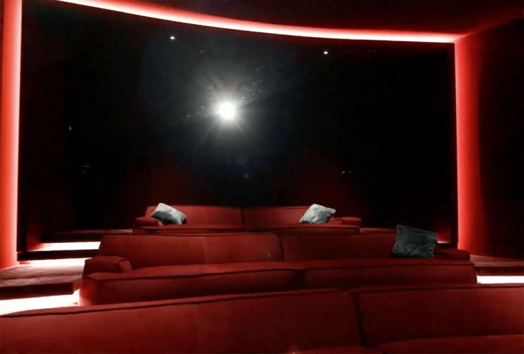 De home-cinema, voor wie liever films kijkt of games speelt dan te skiën.
