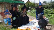 Heksen en tovenaars verwelkomen kinderen voor zomerspeurtocht in Tannekes Tuin