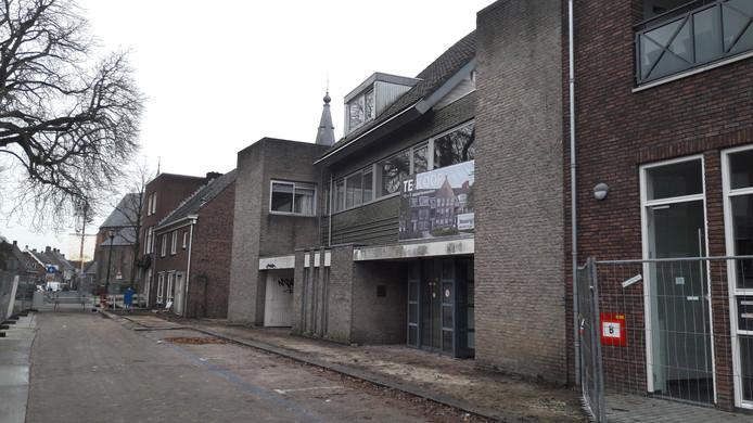 De voormalige apotheek vóór de sloop.